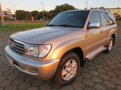 Toyota Land Cruiser. 2005